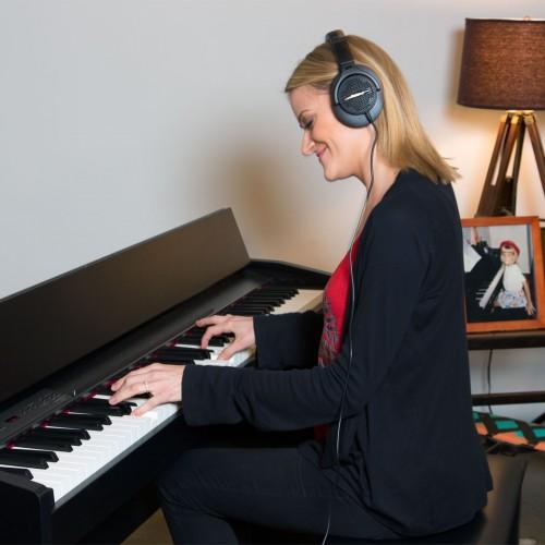 Đàn piano điện có headphone hút khách