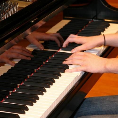 Địa chỉ mua bán đàn piano chính hãng