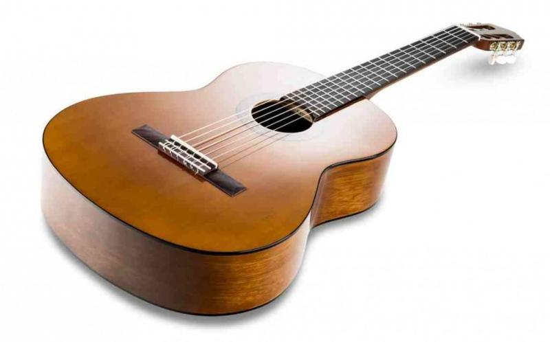 Lời khuyên mua đàn guitar cho người mới tập chơi